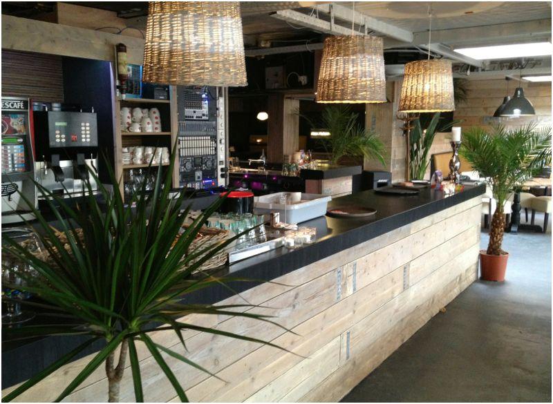 Complete cafe restaurant inrichting van steigerplanken